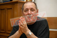 "Directorul Scolii Populare, suparat pe ""cucoana"" ""batrana"" si ""mare"" care l-a testat"