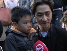 Discutia emotionanta dintre un tata si fiul sau. Armele teroristilor vs. flori, interviul care a induiosat Internetul (Video)