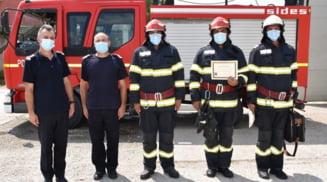 Distinctii pentru trei pompieri care au intervenit la doua accidente grave produse in Olt