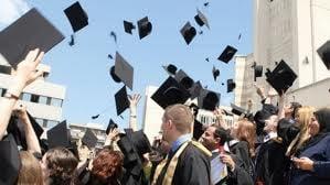 Doar 34% din tinerii din Uniunea Europeana au absolvit o facultate