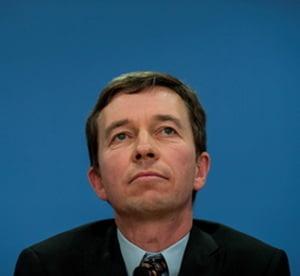 Doar sacrificarea euro poate salva Uniunea Europeana - analist german