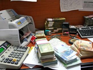 Dobanzile mari practicate de banci duc firmele la faliment
