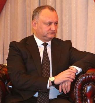 Dodon anunta ca pana la sfarsitul anului ii retrage cetatenia moldoveneasca lui Traian Basescu