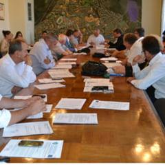 Doi alesi locali din Hunedoara, acuzati de conflict de interese