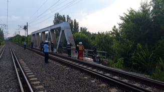 Doi barbati s-au electrocutat pe podul CFR din Parcul Herastrau din Capitala