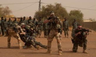 Doi civili ucisi si opt militari francezi raniti, intr-un atac cu vehicul-capcana in Mali