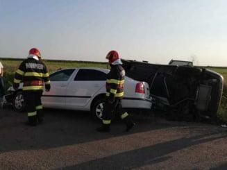 Doi copii și patru adulți, răniți după o coliziune între două autoturisme. Ei au fost duși la spital