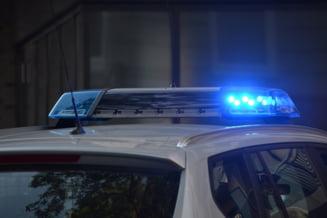Doi copii, de 12 ani si 13 ani, cercetati pentru ca au spart geamul unei agentii bancare de unde intentionau sa fure bani