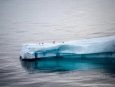Doi ghetari uriasi se desprind din calota glaciara crescand nivelul marilor si oceanelor