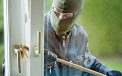 Doi hoti din locuinte au fost identificati si se vor alege cu dosare penale pentru furt calificat
