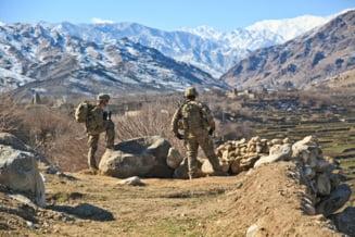 Doi militari romani au fost raniti in Afganistan
