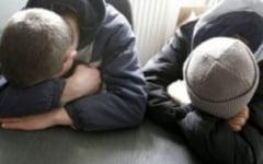 Doi minori risca sa ajunga intr-un centru de detentie dupa ce au furat tot ce le-a cazut in mana din mai multe locuinte