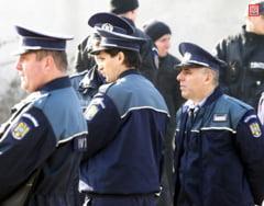 Doi ofiteri de politie din Arges, trimisi in judecata pentru luare de mita