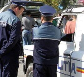 Doi politisti, arestati dupa ce au talharit un contrabandist de tigari