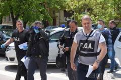 """Doi politisti de frontiera, retinuti dupa ce au luat spaga de la 7 romani ca sa treaca cu vederea ca veneau din """"zona rosie"""""""