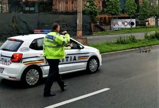 Doi politisti de frontiera aflati in timpul liber, raniti dupa ce au intrat cu autoturismul intr-un copac. Soferul se afla sub influenta bauturilor alcoolice