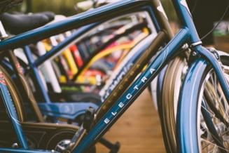 Doi romani arestati in Franta. Au furat biciclete electrice de un milion de euro
