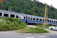 Doi soti au murit intr-o masina lovita de tren in Braila UPDATE Soferul a depasit coloana, care astepta la bariera