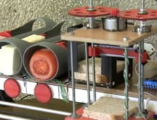 Doi studenti au inventat robotul care face sandvisuri intr-un minut