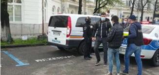 Doi tineri au fost retinuti pentru furtul unui seif dintr-un mall din Sectorul 2. Unul dintre ei era minor la momentul faptei VIDEO