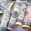 Dolarul doboara inca un record si trece de 4,5 lei. Leul e in picaj fata de principalele monede