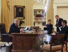 Donald Trump si Michael Flynn in Biroul Oval