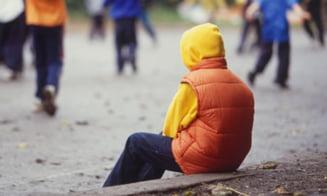 Dorul de mama curma vieti: Val de sinucideri in randul copiilor romani care au parintii plecati in Italia