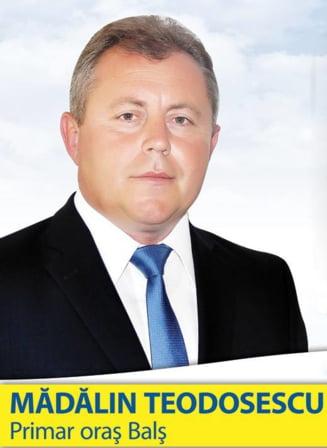 Dosar penal pentru un primar PNL, dupa ce a agresat si insultat un tanar pe strada (Video)