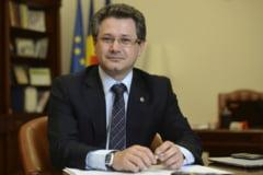 Dosarul Cutezatorii: Protectorii lui Costoiu ar fi plantat un document salvator in seiful secret din biroul ministrului Educatiei