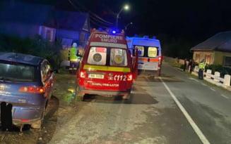 Două mașini în care se aflau opt tineri, implicate într-un accident care se putea sfârși tragic. Unul dintre șoferi este începător