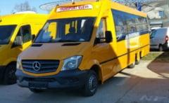 Doua autobuze noi pentru scolarii din Caras-Severin. Elevii din Bozovici si Sasca Montana ajung in sfarsit la ora 8 la scoala