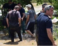 Doua cadavre au fost gasite plutind pe raul Prut