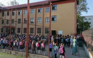 Doua clase au cursurile suspendate. 29 cazuri de Covid in scolile din Olt in primele patru zile de scoala