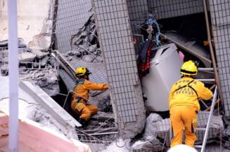 Doua cutremure de 6,4 grade in Japonia: Mai multe case prabusite