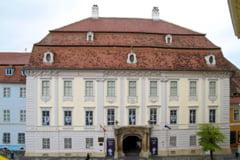 """Doua expozitii cu icoane, deschise la Palatul """"Brukenthal"""""""