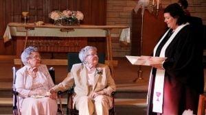 Doua femei s-au casatorit dupa 72 de ani de relatie