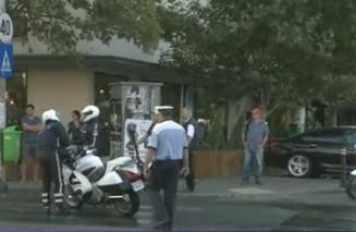 Doua incidente in coloana oficiala a lui Hollande: Accident de masina si agent SPP cazut de pe motocicleta