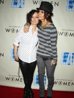 Doua lesbiene celebre anunta inca un membru in familie