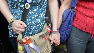 Doua lesbiene din Rusia cer la tribunal dreptul de a se casatori
