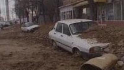 Doua masini au fost acoperite de pamant din cauza neglijentei unor muncitori