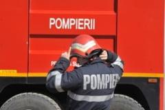 Doua masini de pompieri au intervenit la un incendiu in Calacea