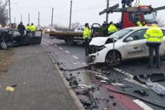 Doua masini s-au ciocnit violent pe podul din Subcetate