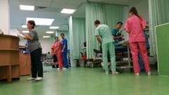 Doua paciente, dintre care o copila de 4 ani, au fost transportate in stare grava la Bucuresti