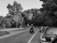Doua sate din Valcea si Bistrita, izolate din cauza unei avalanse si a unui drum rupt