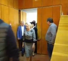 Dragnea, intampinat de protestatari si la Botosani: Infractorule! Rusine!