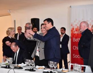 Dragnea, pitit de socialistii europeni in albumele cu imagini de la Congres (Galerie Foto)