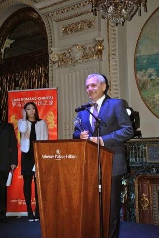 Dragnea a primit cadou un smartphone de la chinezi - In ce conditii il va folosi