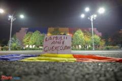 """Dragnea a primit de ziua lui omagii de la filialele PSD. In strada, oamenii i-au urat """"La multi ani cu executare"""" (Foto)"""