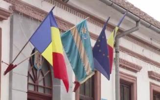 Dragnea a refuzat sa taie o panglica in culorile steagului secuiesc. Seful CJ Harghita: Ponta ar fi taiat-o