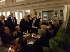 Dragnea si Grindeanu s-au intalnit cu Trump si au postat pe Facebook poze facute cu telefonul